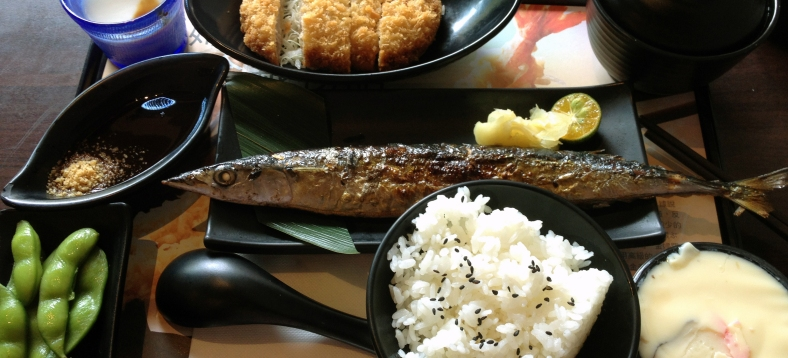 A grilled Pacific saury (Cololabis saira) served in a lunch set. (Image Credit: Ben Young Landis/CC-BY)